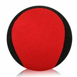 ジャンパーのプールのスポーツの球をすくい取る水ゴムボールの波