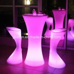多彩なねり粉LEDのプラスチックチェアーテーブルの庭の家具ルーマニア