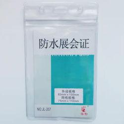 Exposición impermeable de PVC tarjeta ID Card Holder y soporte para credenciales-V207-83x135mm