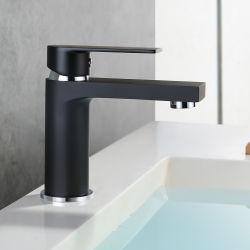 Черная ванная комната под струей воды, туалетом под струей воды, бассейна Черного цвета нажмите заслонки смешения воздушных потоков