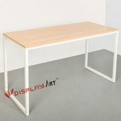 Tabella semplice del calcolatore della mobilia del metallo con i piedi di legno del metallo e della parte superiore