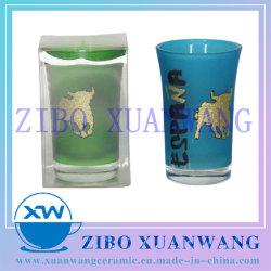 スプレーの緑および青カラーおよび輝いた粉の装飾が付いているより高い小グラスはPVCボックスによって詰まった