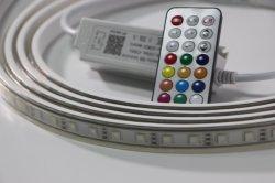 LED a striscia RGB flessibile SMD 5050 a 60 LED con controllo remoto Multicolore