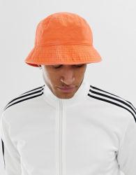 عادة يمهّد رجال دلو قبعة