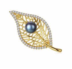 女性のための自然な真珠を置く925つの純銀製の葉形のブローチ
