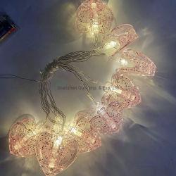 A abraçadeira plástica decorativa Coração levou a luz de String