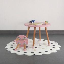 Neuer Entwurf scherzt hölzernen Tisch