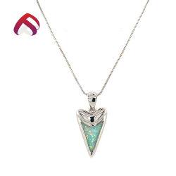 白いオパールが付いている新しい到着925の純銀製のOpal宝石類のペンダントは方法鎖に投石する