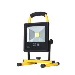 بطارية محمولة مقاومة للمياه IP65 بقوة 10 واط 20 واط 30 واط بقدرة 50 واط قابلة لإعادة الشحن في الأماكن المفتوحة مصباح العمل بمصباح LED العالي