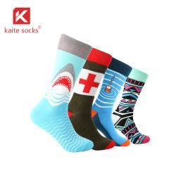 Form-Tendenz-Skateboard-Socken-heißer Verkauf fertigen Soem-bunte Mann-Socken-Kleid-Socken kundenspezifisch an