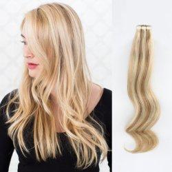 Nastro nell'estensione dei capelli fatta dei capelli pieni della cuticola