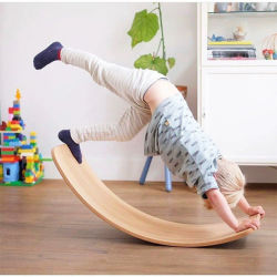 Eco友好的なWobbelの動揺のボードゲーム木は適性の木のバランスのボードのおもちゃの子供の子供をからかう