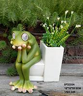 Kikker van de Tuin van Polyresin de Leuke met ZonneLichten op Ogen die op Kruk met de Planter van de Bloem voor de Decoratie van de Tuin zitten
