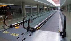 Travelator voor de Haven en Metro Stationt van de Lucht
