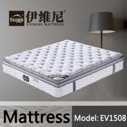 Materasso molle comodo dell'insieme di camera da letto con il disegno della parte superiore del cuscino