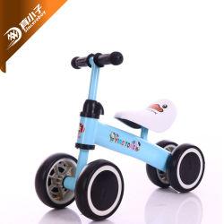 Il bambino della bici dell'equilibrio dei giocattoli del bambino non gioca giro del camminatore del bambino della bicicletta delle rotelle del pedale 4 sull'automobile