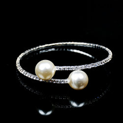 Il Rhinestone di cristallo della perla di Faux ha bordato il braccialetto della perla simulato crema di cristallo nuziale di cerimonia nuziale delle donne dei braccialetti del polsino dell'involucro