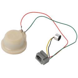 Белые пластиковые детали по телефону с помощью провода