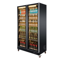 De rendabele Ventilator die van de Vertoning van de Supermarkt Tegen de Ijskast van de Vertoning van de Frisdrank koelen