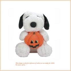 Pluizig Halloween Snoopy die het Mooie Dierlijke Speelgoed van een Pompoen houden