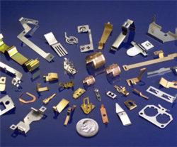 Os contatos da bateria e nos contactos eléctricos utilizados em componentes eletrônicos