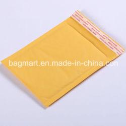 不透明な黄色は、郵便利用者袋、泡または急使またはメールCo突き出るかまたは袋を表現するか、または掲示する