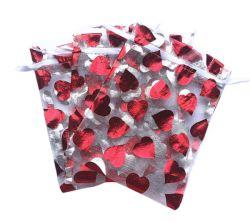 Sacchetto del regalo del Organza della stagnola di oro con figura rossa del cuore