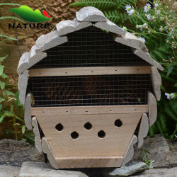 Outdoorの建物Wood Making Bee House