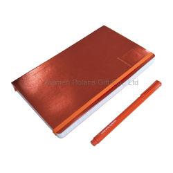 Провод фиолетового цвета кожи ноутбук и подарочный набор перьев