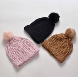 النساء الشتاء دافئ مخصص Knitting بولي Fleece الأب والطفل قبعات الحلي قبعة ذات لون صلب للفتيات مع فوم Fur Pompom