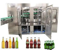 Полный флакон безалкогольный напиток соды и воды газированных напитков жидкости наливной горловины топливного бака