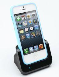 Nouvelle arrivée du chargeur de bureau station USB pour iPhone 5 avec la sortie audio fonctionne blanc/noir