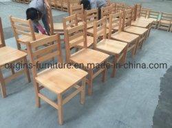 Hölzerner hölzerner Kind-Stuhl