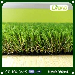 ديكور حديقة خضراء جميل وعشب اصطناعي طبيعي
