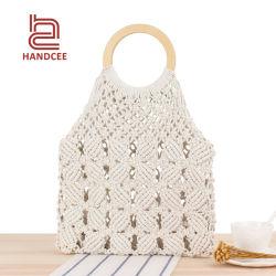 حقيبة يد سيدات صيفية بقشة بلاستيكية مصنوعة من كيس يدوي مصنوعة من خشب الروطان حقائب الكتف على شاطئ البحر
