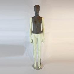 [إيوروبن] [هي غرد] يشبع جسم أنثى بناء عارض الأزياء لأنّ مخزن عرض