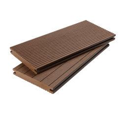 2003 年より耐圧 WPC 固体デッキ床材を採用