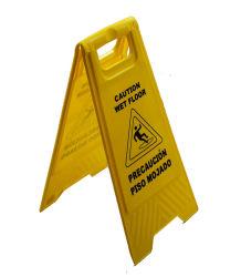 Hotel&Hospital nasser Fußboden, der ein Zeichen warnt