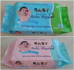Свежие ароматические малыша новыми салфетками, мягкой и влажной салфеткой