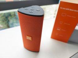 L'ordre 1000pcs haut-parleurs avec la présentation de 100pcs écouteurs Bluetooth sans fil gratuit haut-parleur rechargeable Portable Mini Audio Sound Box avec radio USB auxiliaire