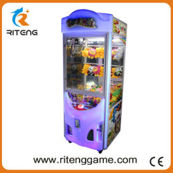 Garra de diversões no interior da máquina de grua Toy Story