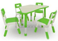 プラスチックはチェアーテーブルをからかう