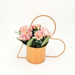 Os preços de venda por grosso de flores artificiais Decoração Moderna Artesanato flores de plástico com Heart-Shaped vaso de Metal