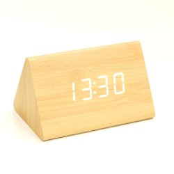 Heißer Verkauf Kh-Wc006 kleiner Mini-LED-Bildschirmanzeige-Sprachsteuerschreibtisch-Digital-Dreieck-Holz-Taktgeber