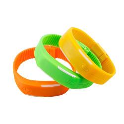 Prix bon marché coloré numérique DEL en caoutchouc de silicone montre-bracelet avec des stocks disponibles