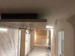 Plafond de placage de bois avec des trous d'absorption acoustique pour les hôtels