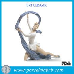 Chica bailando atractiva Figurilla de porcelana