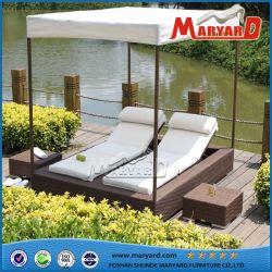 حمام سباحة خارجى ترفيهى وأثاث سرير شمسيى شاطئ سرير شاطى مصنوع من الخيزران كرسي