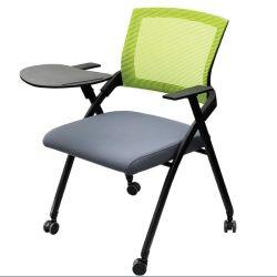 회의실을%s 쌓을수 있는 훈련 기다리는 의자를 충족시키는 사무실 직원