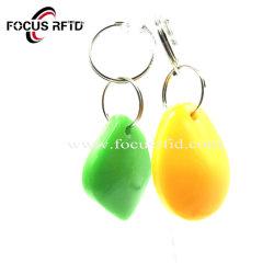 Kleurrijke hoogwaardige RFID-afstandsbediening NFC Tag Leather ID IC Plastic chipkaart met sleutelhanger